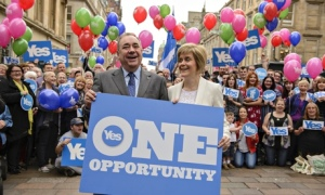 Alex Salmond and Nicola Sturgeon campaign in Glasgow.